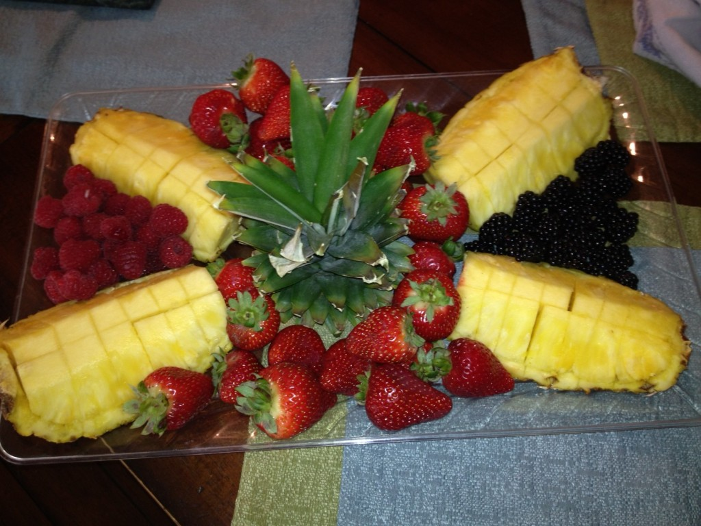 Easy Pineapple Centerpiece : Easy show stealing fruit platter recipes and stuff